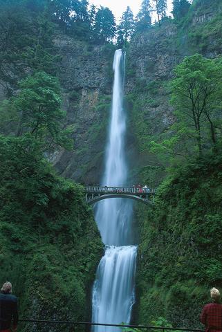 الاماكن السياحية امريكا B09MultnomahFalls001